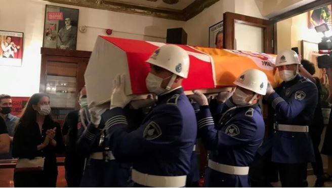 Ferhan Şensoy son yolculuğuna uğurlandı: Cenaze töreninde fotoğraflar 1