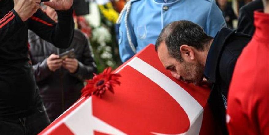 Türk bayrağını bir Yunan'a öptüren tek adam Naim Süleymanoğlu… 1