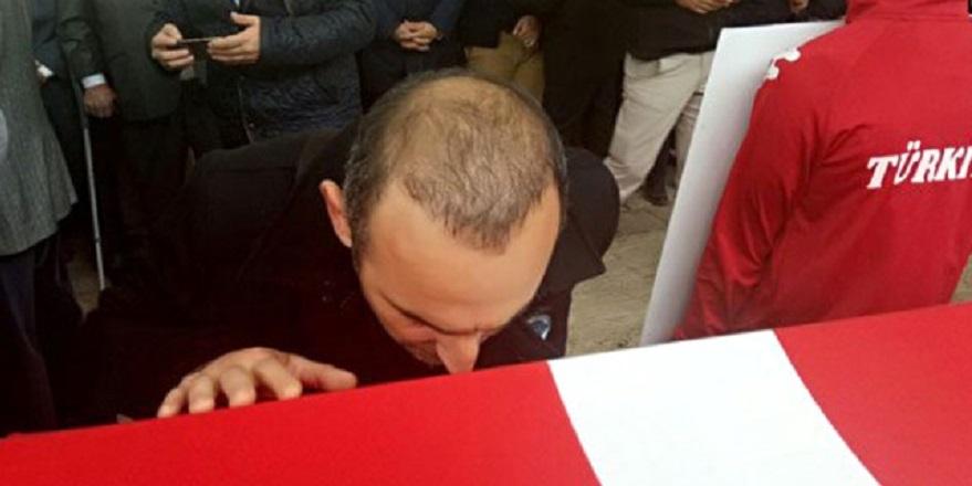 Türk bayrağını bir Yunan'a öptüren tek adam Naim Süleymanoğlu… 2
