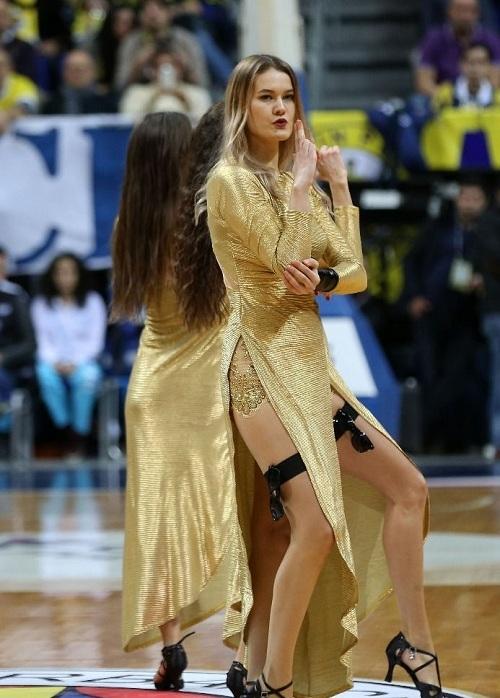 Fenerbahçe maçına damga vuran dans gösterisi 1