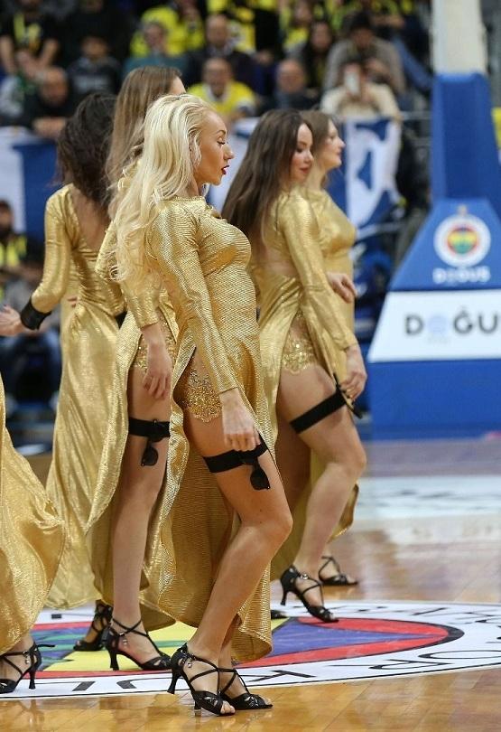 Fenerbahçe maçına damga vuran dans gösterisi 15