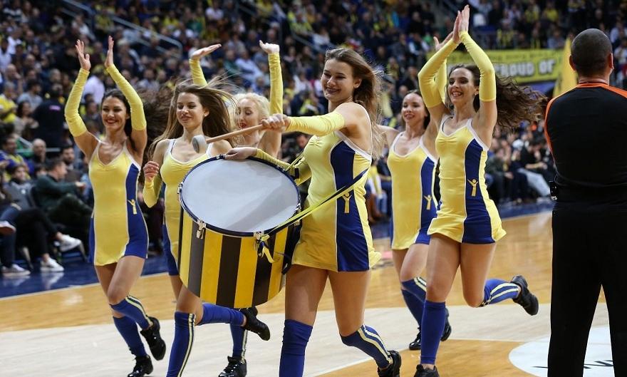Fenerbahçe maçına damga vuran dans gösterisi 4