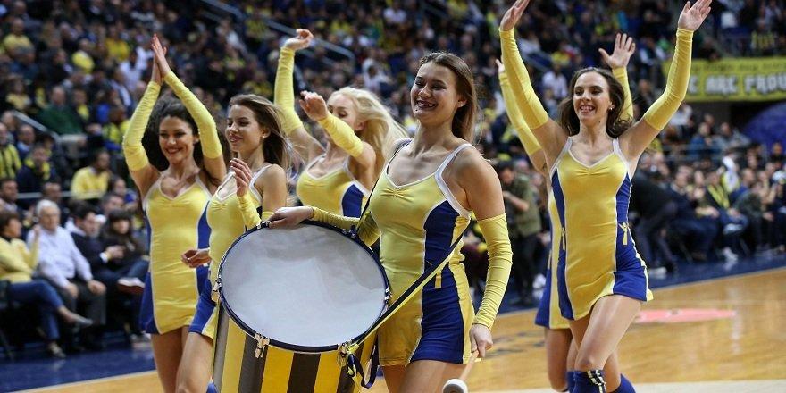 Fenerbahçe maçına damga vuran dans gösterisi