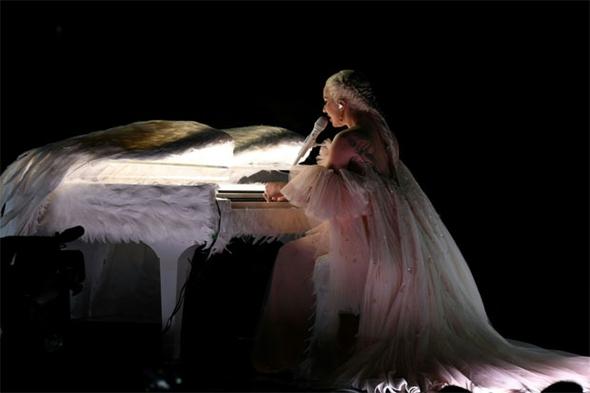 Rihanna'nın performansı nefesleri kesti 14