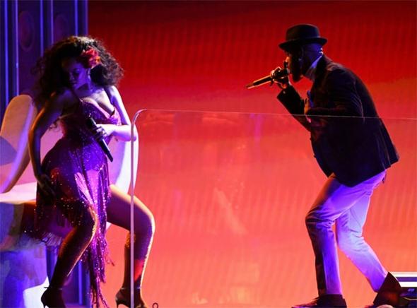 Rihanna'nın performansı nefesleri kesti 2