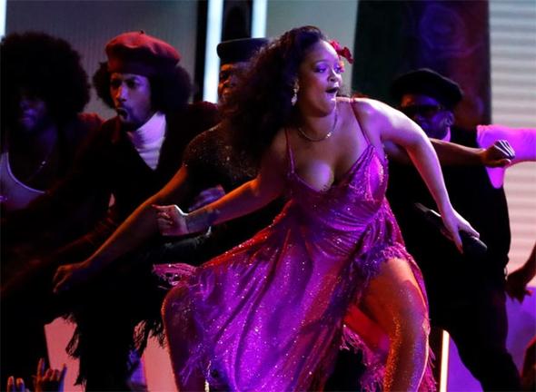 Rihanna'nın performansı nefesleri kesti 5
