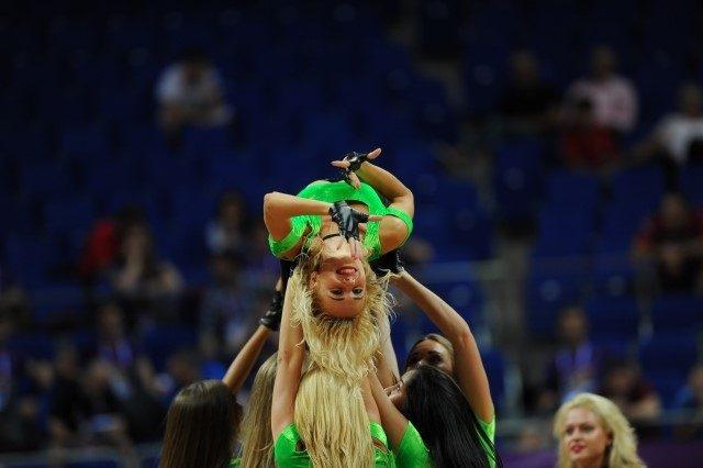 EuroBasket'in güzelleri izleyenleri büyüledi! 11