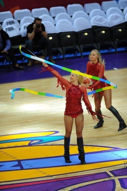 EuroBasket'in güzelleri izleyenleri büyüledi! 13