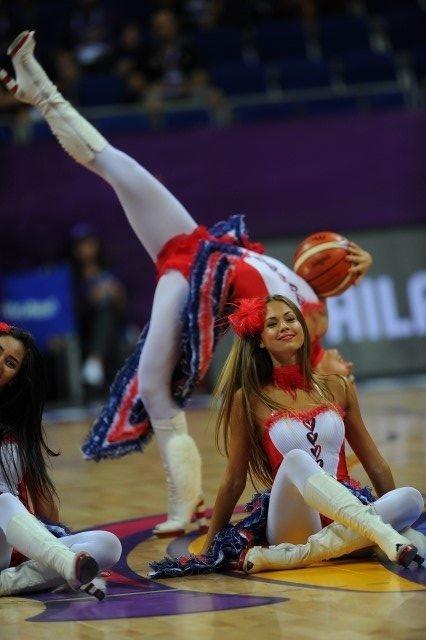 EuroBasket'in güzelleri izleyenleri büyüledi! 18