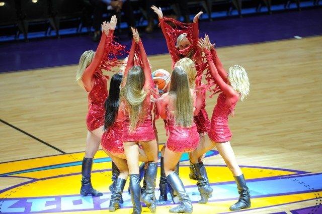 EuroBasket'in güzelleri izleyenleri büyüledi! 3