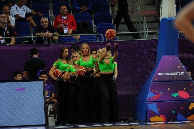 EuroBasket'in güzelleri izleyenleri büyüledi! 4