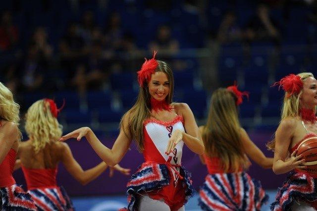 EuroBasket'in güzelleri izleyenleri büyüledi! 5
