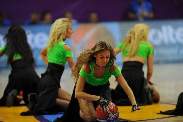 EuroBasket'in güzelleri izleyenleri büyüledi! 8