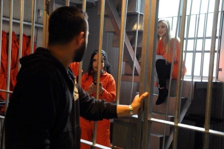 """Hapishane konseptli """"Kodes Cafe"""" açıldı 17"""