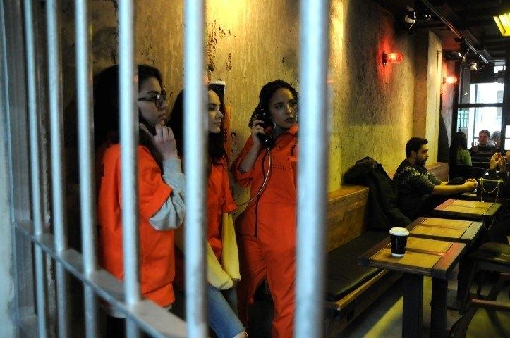 """Hapishane konseptli """"Kodes Cafe"""" açıldı 23"""