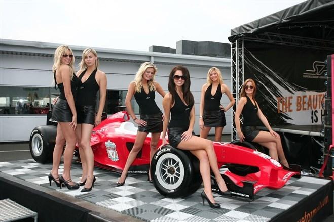 Formula-1 Kızlarına Feminizm engeli 32