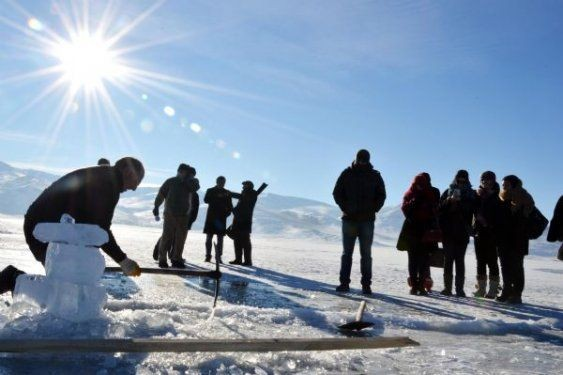 Ardahan'da buz üstünde halay çektiler 2