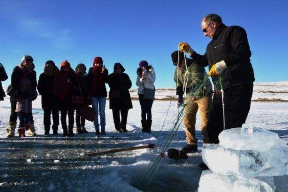 Ardahan'da buz üstünde halay çektiler 4
