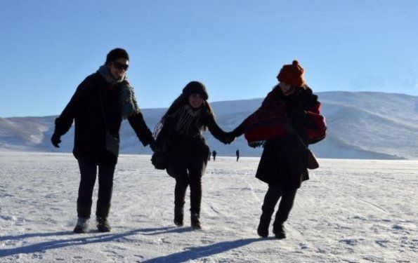 Ardahan'da buz üstünde halay çektiler 6