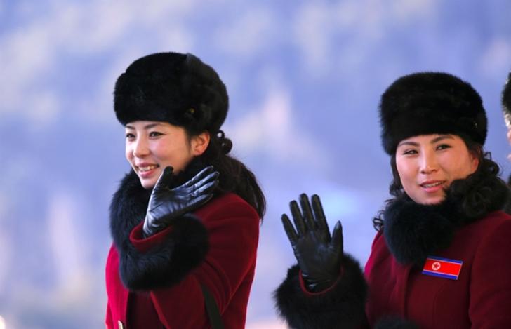 Kuzey Koreli ponpon kızlar sınırı geçti 12