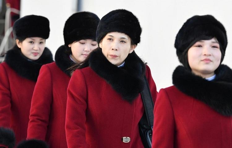 Kuzey Koreli ponpon kızlar sınırı geçti 3