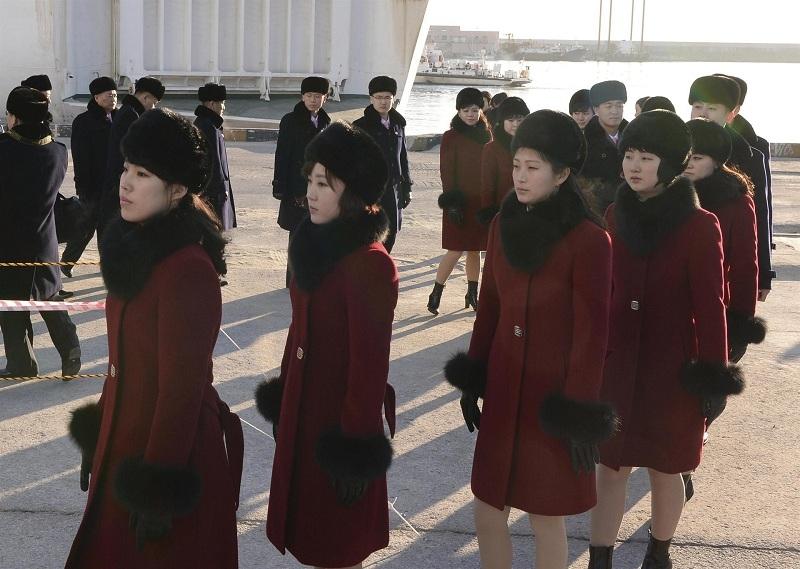 Kuzey Koreli ponpon kızlar sınırı geçti 8