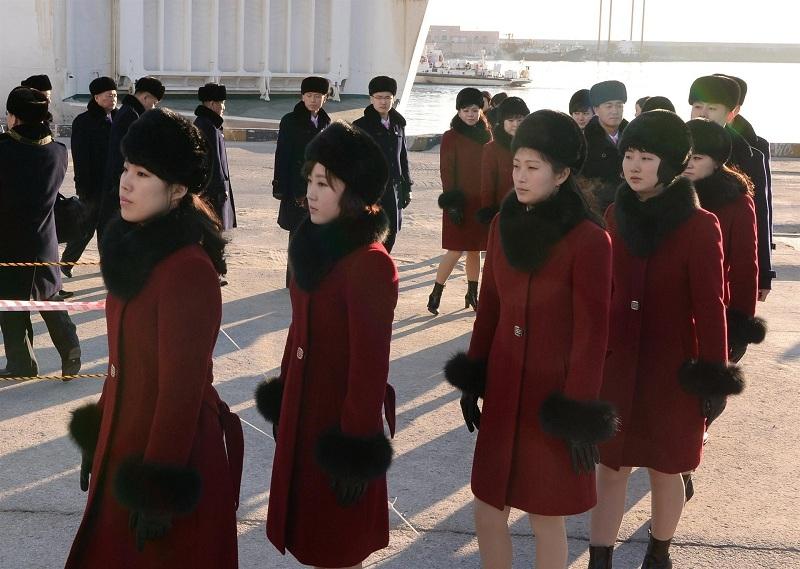 Kuzey Koreli ponpon kızlar sınırı geçti 9