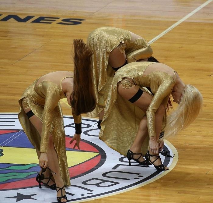 Basket maçına dans gösterisi damga vurdu 23