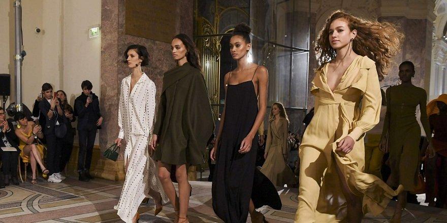 Paris'te nefes kesen moda haftası görüntüleri