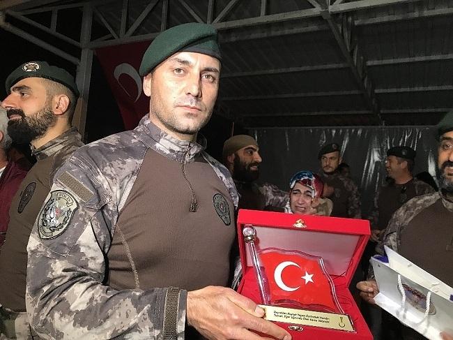 Afrin kahramanı PÖH'ler böyle karşılandı 24