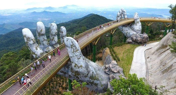 Yer ile gök arasında: Vietnam'daki Altın Köprü 15