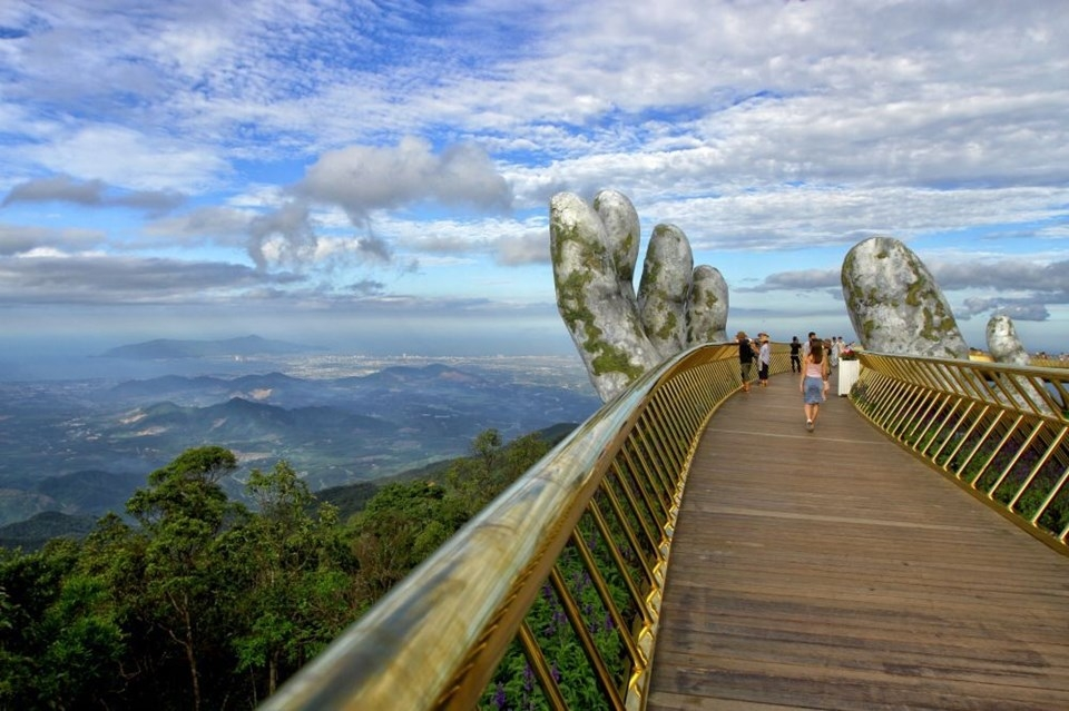 Yer ile gök arasında: Vietnam'daki Altın Köprü 18