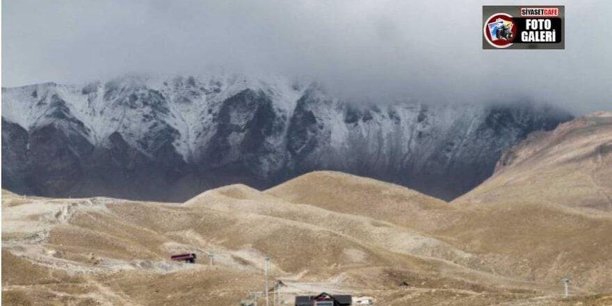 Erciyes'in zirvesi karla kaplandı