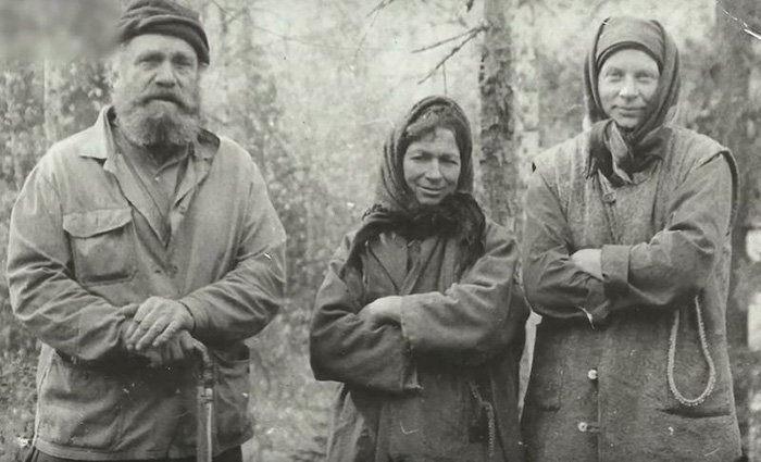 Ağaç Kabuklarını Yiyerek 42 Yıl Boyunca Ormanın İçinde Yaşayan Aile 1