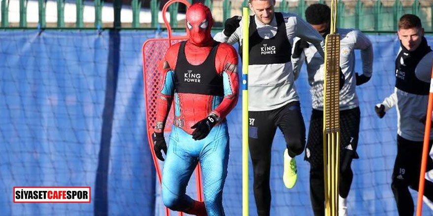 Yıldız futbolcu antrenmana Spider-Man olarak çıktı
