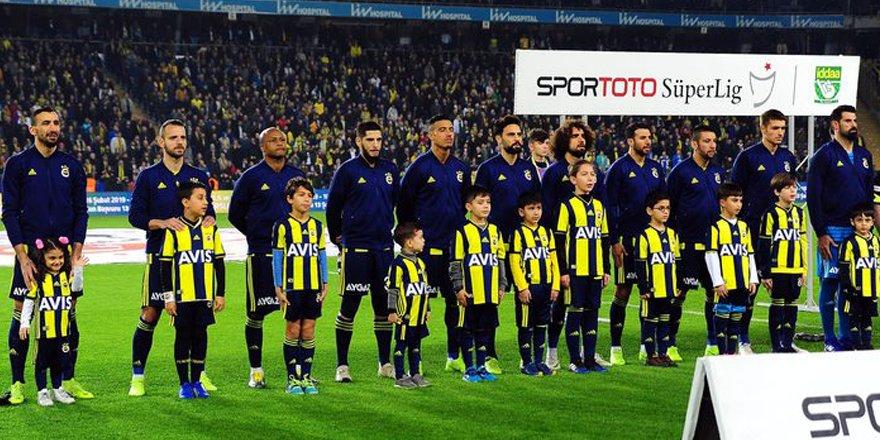 Fenerbahçe'de sezon sonunda hangi futbolcular ayrılacak?