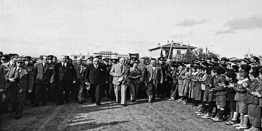 Digital olarak yeniden düzenlenmiş az bilinen Atatürk fotoğrafları