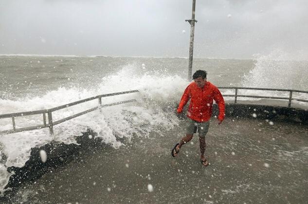 Dorian Kasırgası bir şehri yuttu Korkunç görüntüler 1