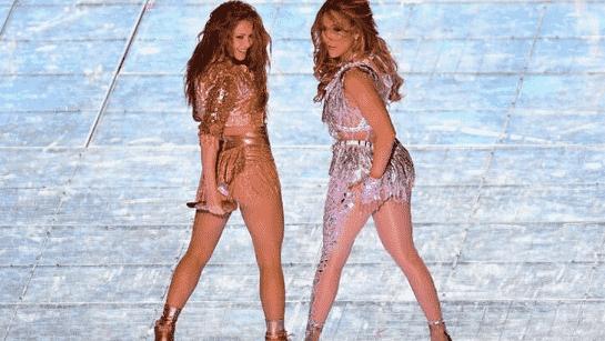 Shakira ve Jennifer Lopez, devre arasına damga vurdu! 1