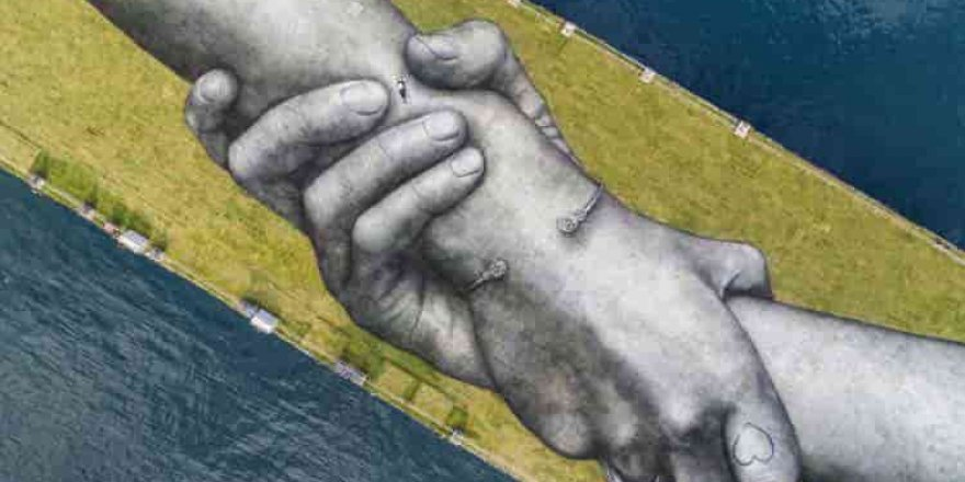 """""""Dünyanın en büyük insan zinciri"""" İstanbul'dan geçti."""