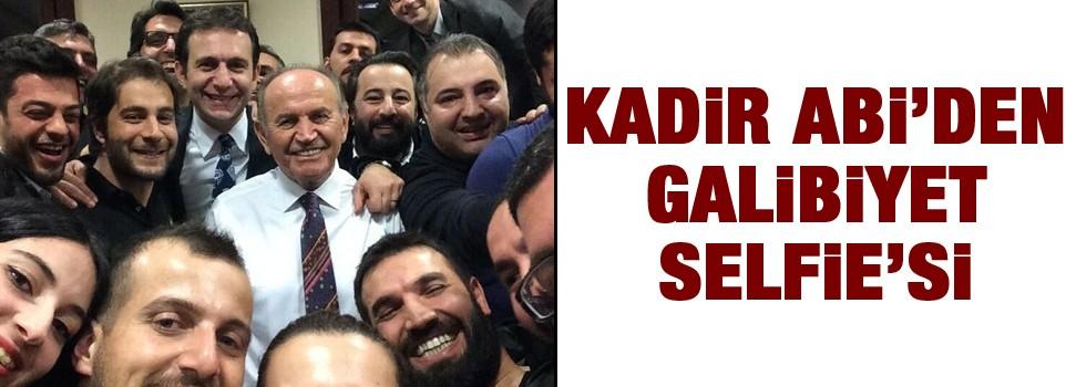 Kadir Topbaş'tan galibiyet selfie'si