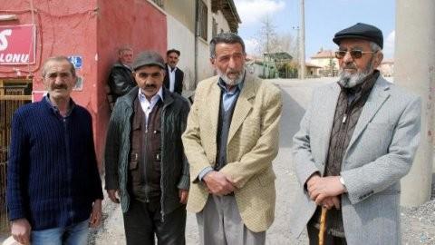 Övet'in komşuları: Para karşılığı yapmıştır