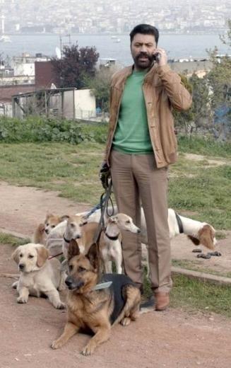 Bülent Emrah Parlak'a köpekler saldırdı