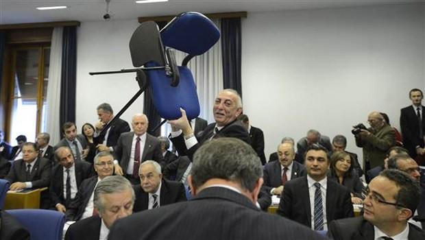 AKP'den CHP'ye ilk oylama golü