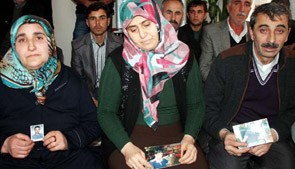 Kandırılıp 'Cihad için' Suriye'ye götürülen Ömer'ini istiyor