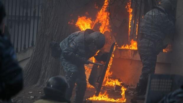 Polisi böyle cayır cayır yaktılar
