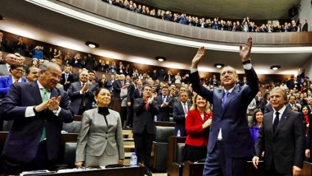 AKP Meydanlara iniyor