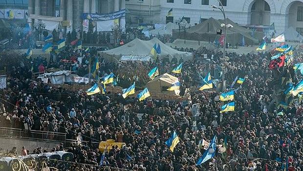 Eylemciler 67 polisi rehin aldı