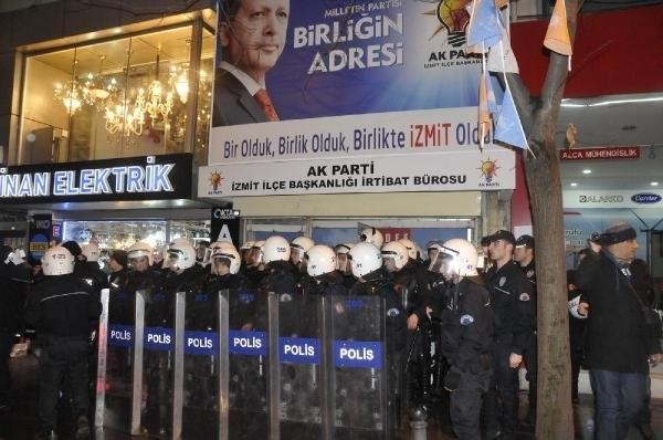 AKP ilçe binasına yumurta yağmuru