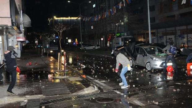 İzmir'de 92 gözaltı, 15 yaralı
